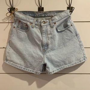 Vintage Levi Shorts 561